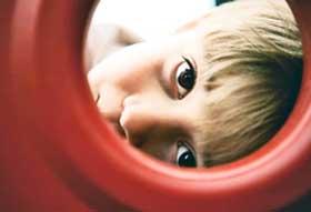 نشانههای اوتیسم در کودک چیست؟