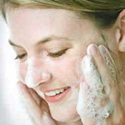۵ اشتباه در شستن صورت