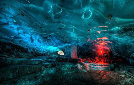 غار های یخی زیبا و شگفت انگیز در آلاسکا + تصاویر